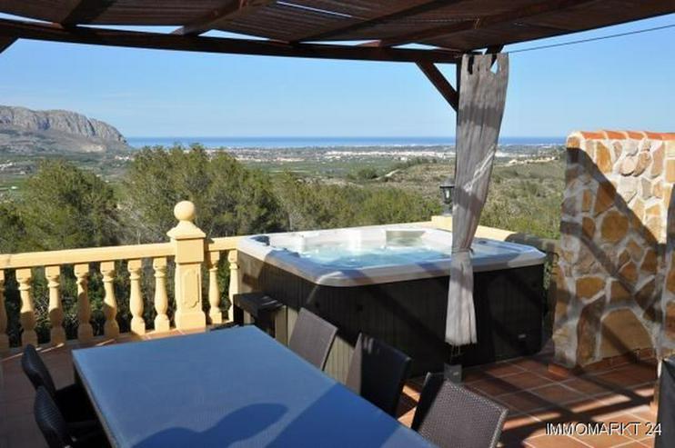 Bild 3: Renovierte Villa mit Pool, Bergblick und spektakulärer Meersicht