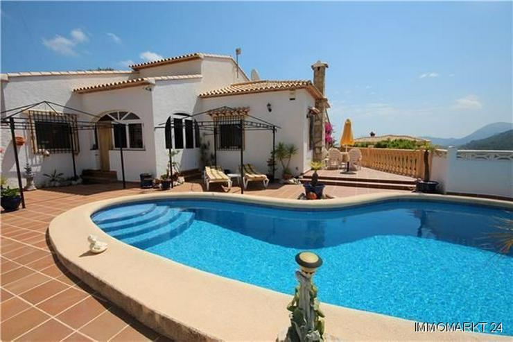 Bild 2: Gemütliche Villa in sonniger Lage mit Pool, Carport und schönem Panoramablick