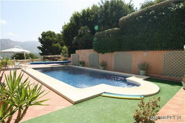 Bild 2: Märchenhafte Villa mit Garage, beheizbarem Pool und schönem Meer- und Bergblick