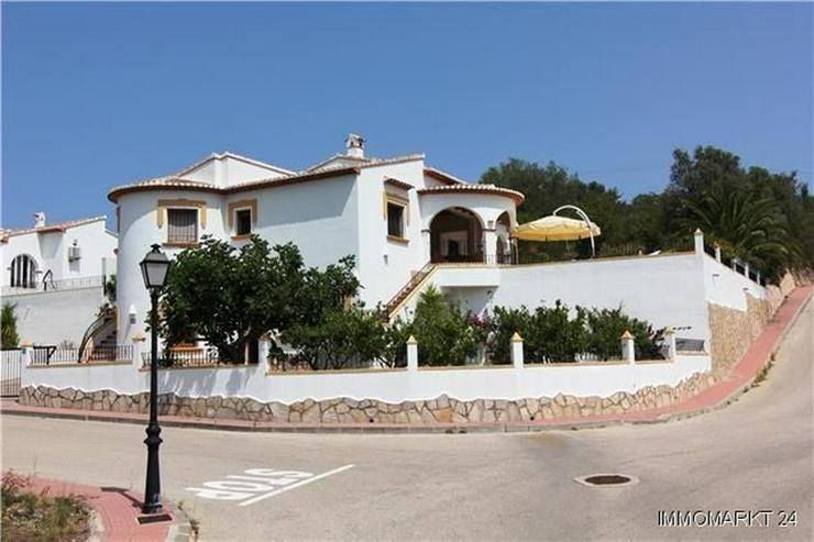 Schöne Villa mit Garten, Pool und herrlichem Blick auf die Berge - Haus kaufen - Bild 1