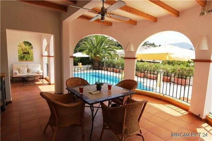 Bild 3: Schöne Villa mit Garten, Pool und herrlichem Blick auf die Berge