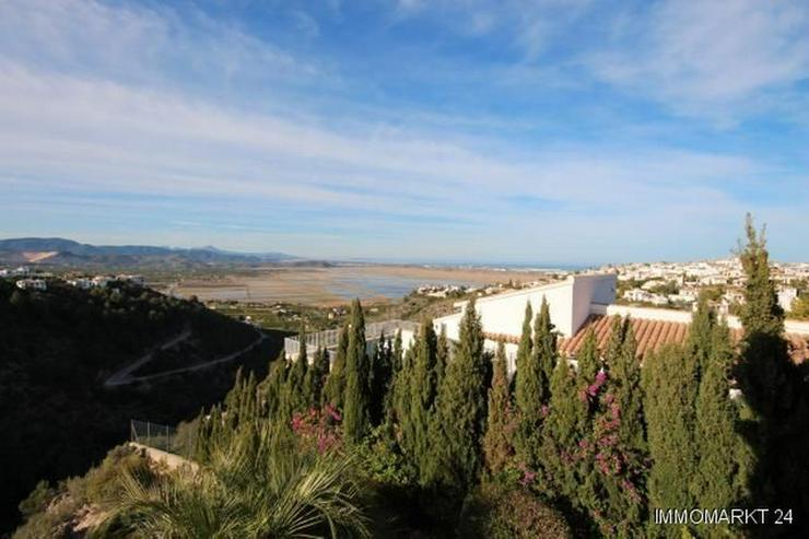 Bild 2: Sehr gepflegte Villa mit Pool und großem Einliegerapartment in herrlicher Aussichtslage a...