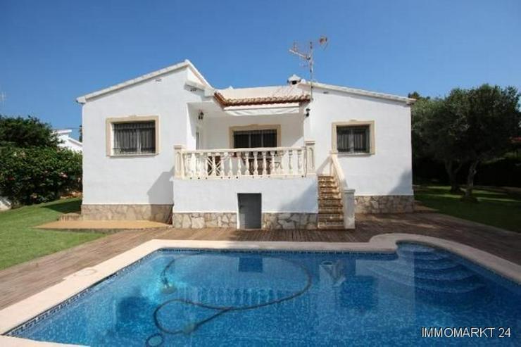 Bild 1: Gepflegte Villa mit großzügigem Garten, Carport, Pool und schönem Blick auf den Montgo