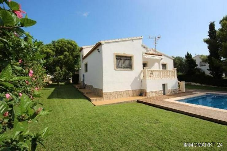 Bild 8: Gepflegte Villa mit großzügigem Garten, Carport, Pool und schönem Blick auf den Montgo
