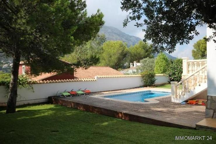 Bild 2: Gepflegte Villa mit großzügigem Garten, Carport, Pool und schönem Blick auf den Montgo