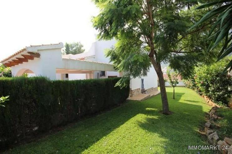 Bild 5: Gepflegte Villa mit großzügigem Garten, Carport, Pool und schönem Blick auf den Montgo