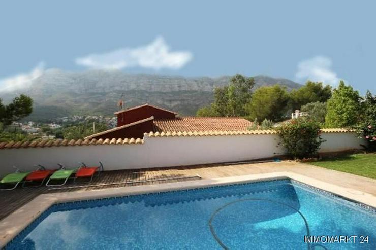 Bild 3: Gepflegte Villa mit großzügigem Garten, Carport, Pool und schönem Blick auf den Montgo