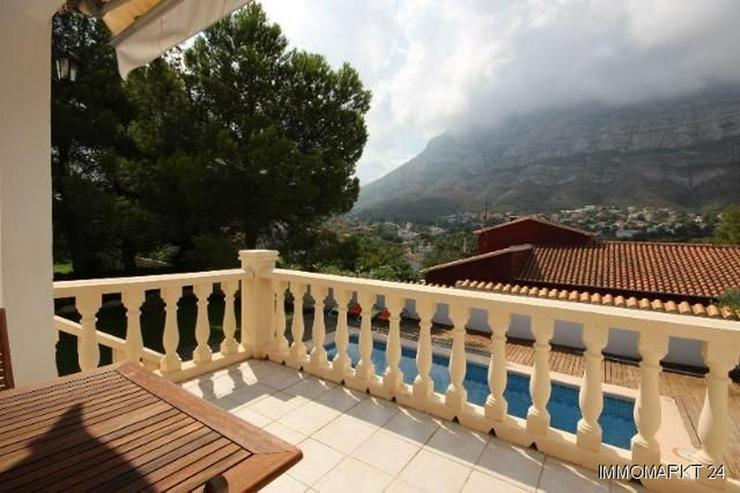 Bild 7: Gepflegte Villa mit großzügigem Garten, Carport, Pool und schönem Blick auf den Montgo
