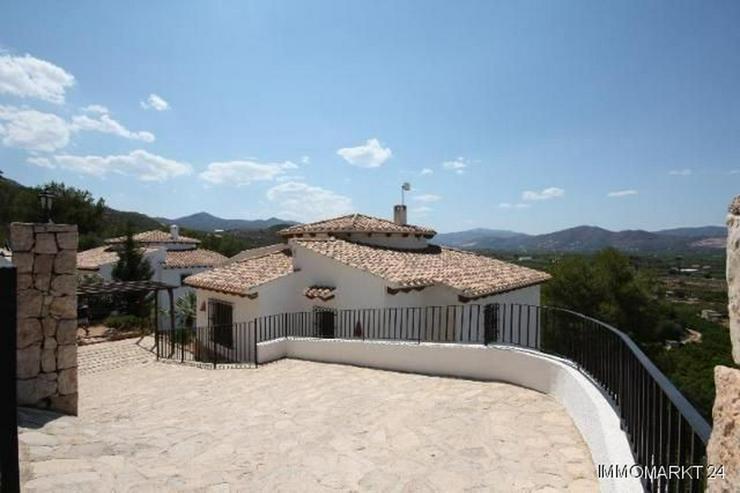Bild 3: Schöne Villa mit Pool in herrlicher Aussichtslage