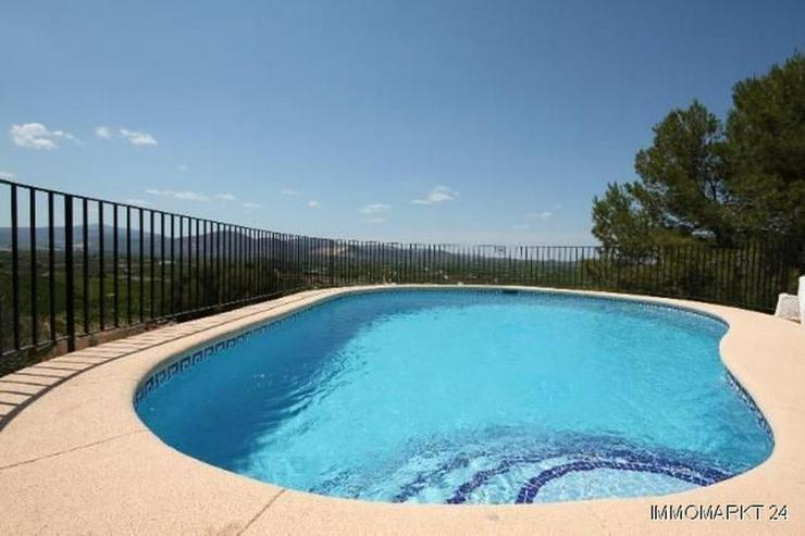 Bild 4: Schöne Villa mit Pool in herrlicher Aussichtslage