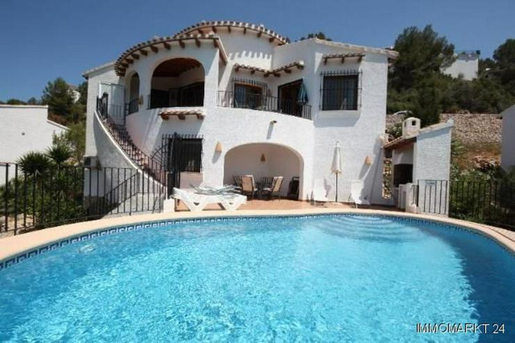 Schöne Villa mit Pool in herrlicher Aussichtslage - Haus kaufen - Bild 1