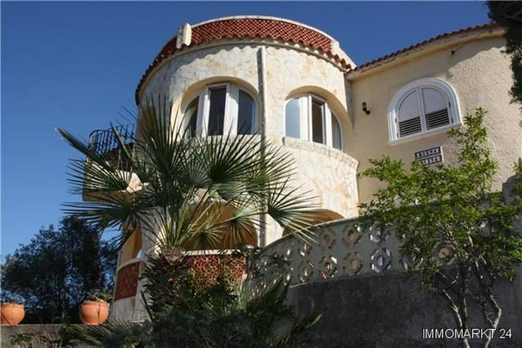 Gemütliche Villa mit herrlichem Blick, Einliegerwohnung, Stellplatz und Garage - Haus kaufen - Bild 1