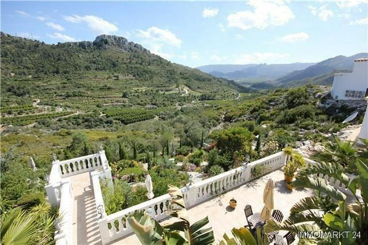 Bild 6: Großzügige Villa mit 2 Wohneinheiten, Pool und traumhaftem Bergblick
