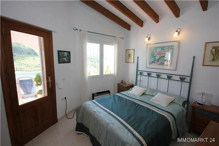 Bild 5: Großzügige Villa mit 2 Wohneinheiten, Pool und traumhaftem Bergblick