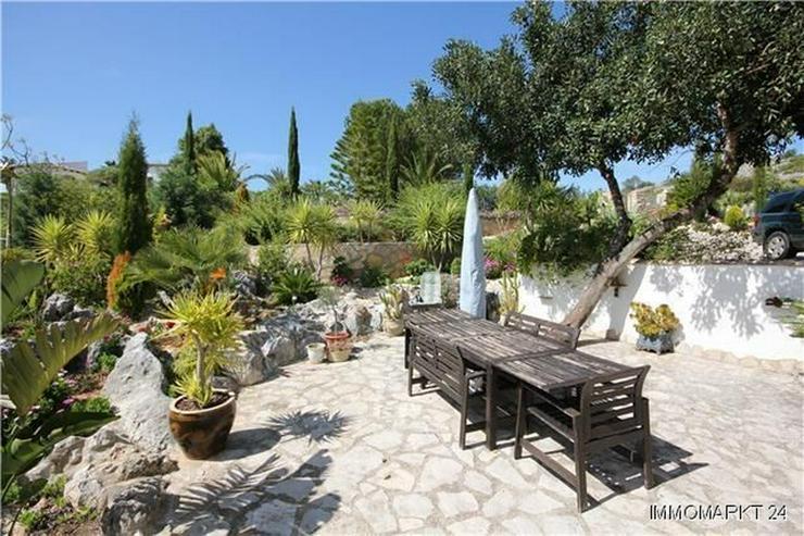 Bild 2: Großzügige Villa mit 2 Wohneinheiten, Pool und traumhaftem Bergblick