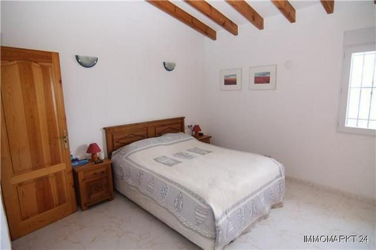 Bild 3: Äußerst großzügige und gepflegte Villa mit Meerblick am Monte Pego
