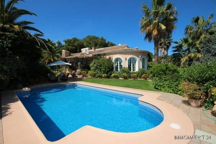 Villa mit Romantikzuschlag in ruhiger und sonniger Lage mit Pool, Garage und Meerblick - Haus kaufen - Bild 1