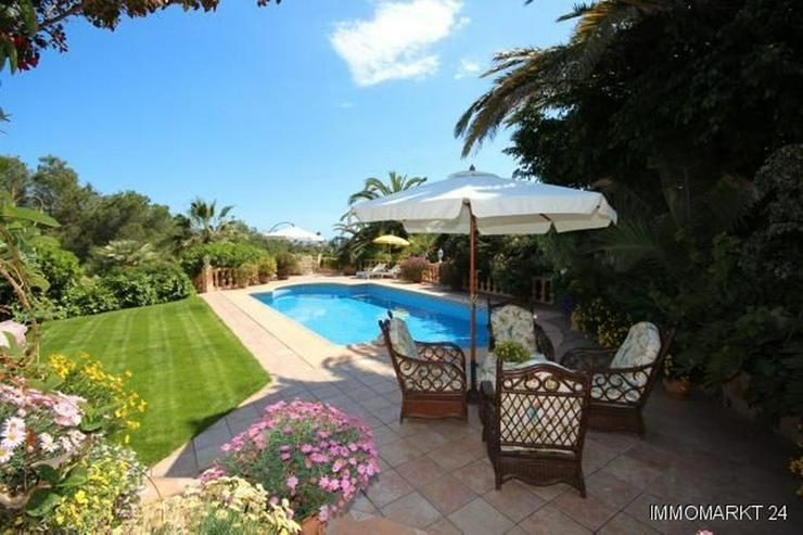 Bild 2: Villa mit Romantikzuschlag in ruhiger und sonniger Lage mit Pool, Garage und Meerblick