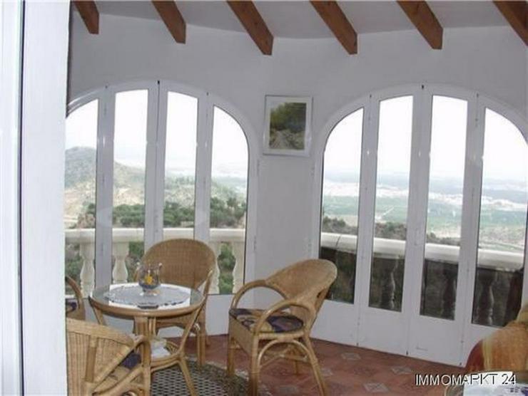 Bild 5: Romantische Villa mit Pool und Fernsicht auf das Meer und die Burgruine Burgruine