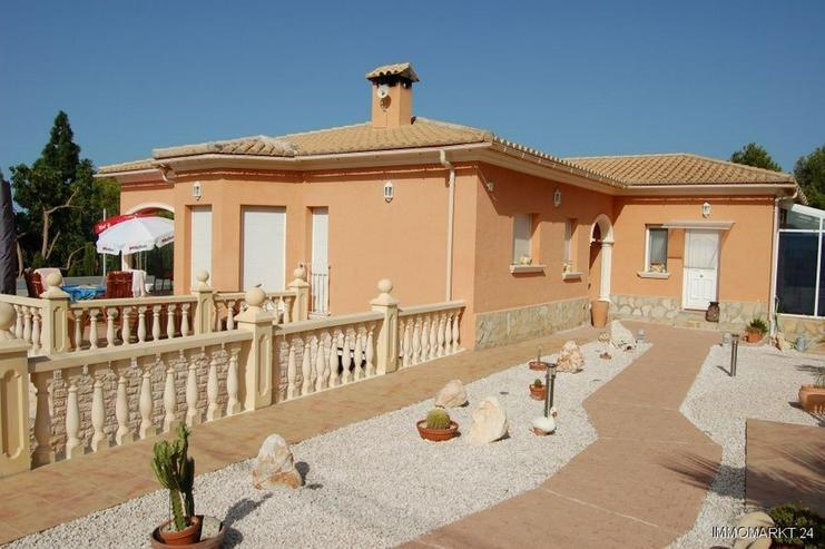 Neuwertige Villa mit Pool in Marquesa VI - Haus kaufen - Bild 1