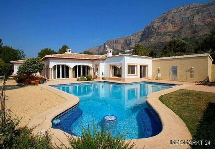 Luxusvilla mit Gästehaus und Pool auf dem Montgo - Haus kaufen - Bild 1