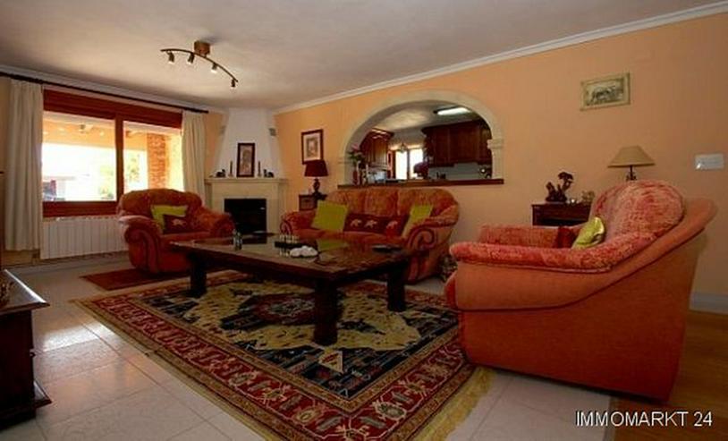 Bild 3: Landhaus-Villa mit wunderschöner Natursteinfassada und zwei Wohneinheiten in Tarraula