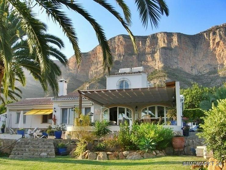Villa mit wunderschönem Garten und Privatpool - Bild 1
