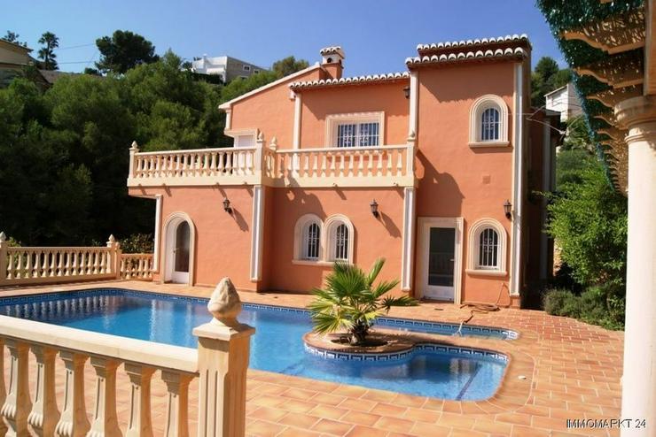 Großzügige Villa mit Pool und Garage - Haus kaufen - Bild 1