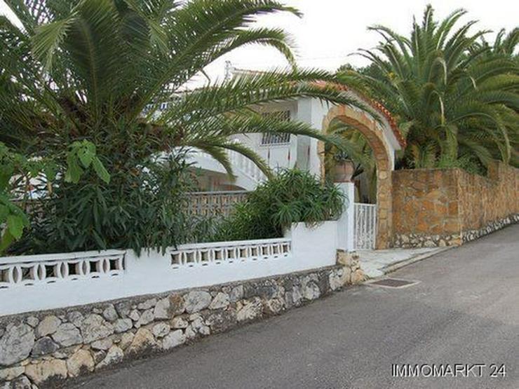 Villa mit Pool am Ortsrand von Orba - Bild 1