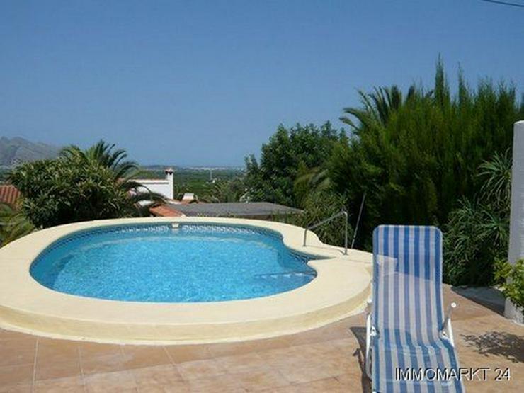 Bild 2: Villa mit Pool am Ortsrand von Orba