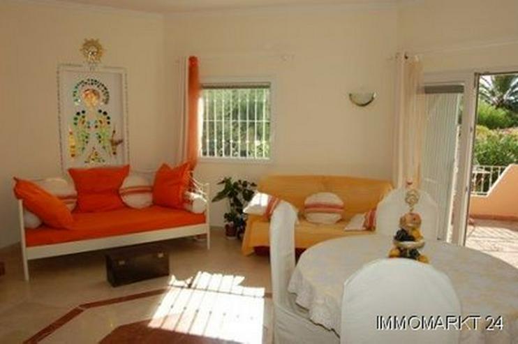 Villa mit Gemeinschaftspool - Haus kaufen - Bild 1