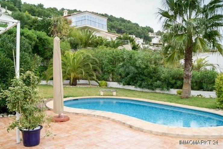 Schöne Villa mit Pool und Gästeappartement - Bild 1