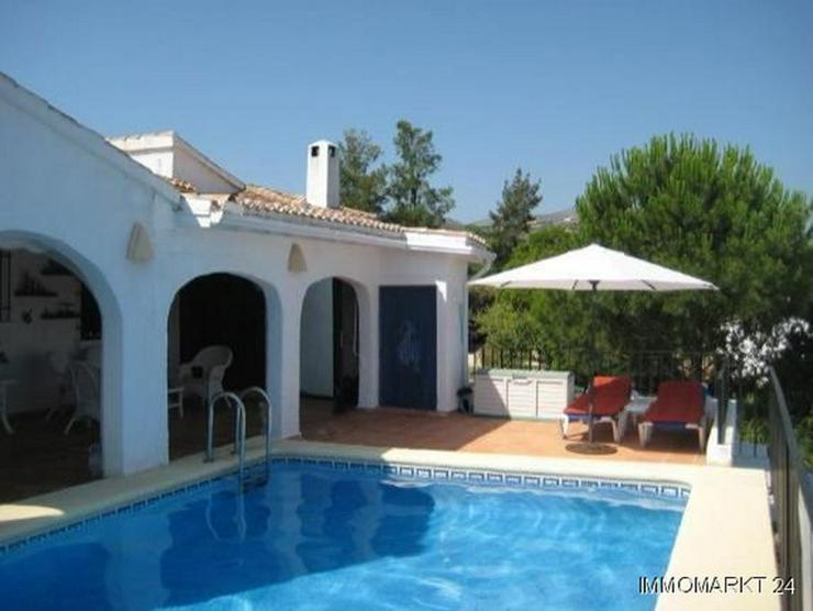 Bild 3: Villa mit Pool und Bergsicht auf dem Monte Pego