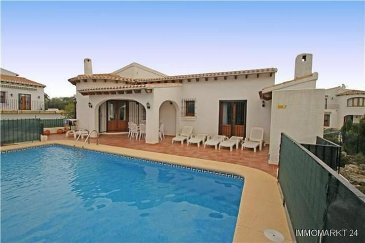 Sehr schöne und moderne Villa in Südlage mit herrlicher Bergsicht - Bild 1