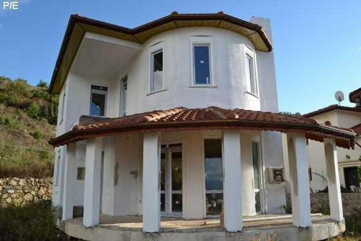 Viel Geld sparen Villa mit Privatpool zum selber ausbauen.