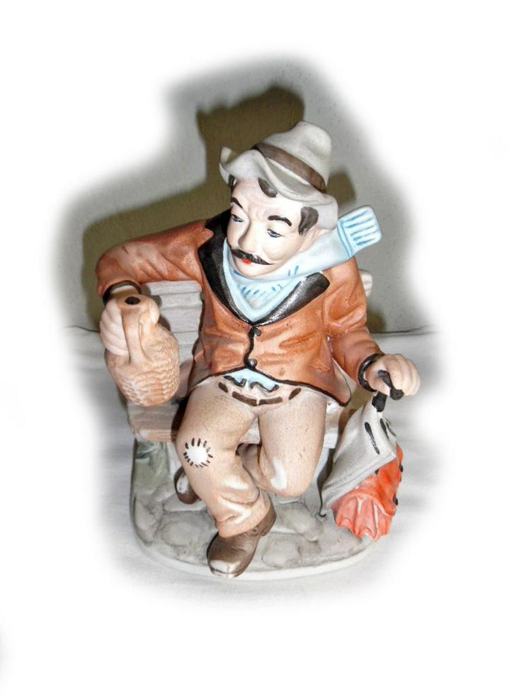 Seltene Porzellanfigur, Trinker auf Parkbank