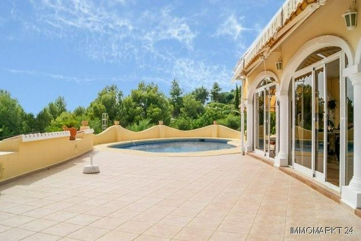 Bild 4: Villa mit Pool und Gästeappartement