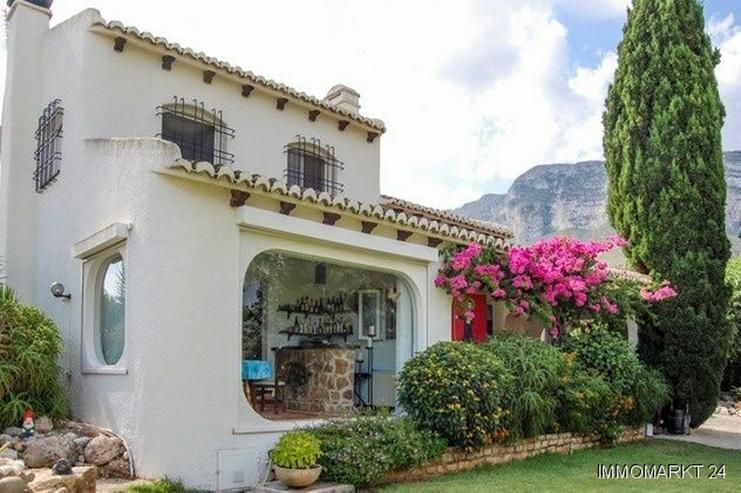 Wunderschöne Villa nach Entwurf eines Künstlers - Bild 1