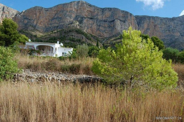Bild 2: Grundstück am Montgo