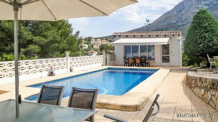 Großzügige Villa mit Ausblick aufs Meer und das Gebirge - Bild 1