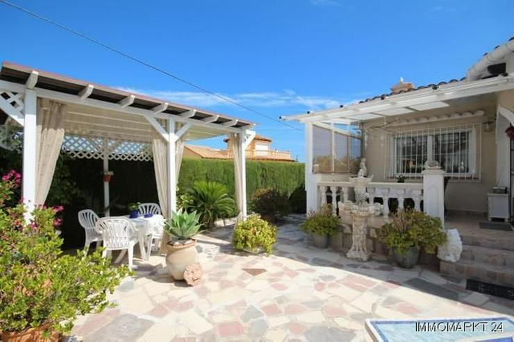 Bild 3: Geschmackvoll renovierte Villa mit Gemeinschaftspool und Garage