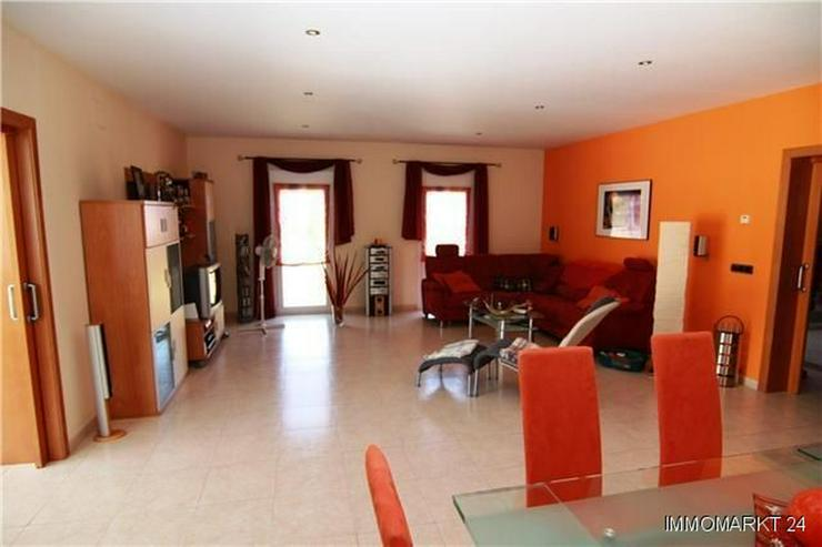 Bild 2: Luxuriöse Villa mit Privatpool und Garage in bevorzugter Wohnlage