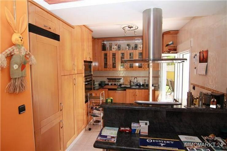 Bild 3: Luxuriöse Villa mit Privatpool und Garage in bevorzugter Wohnlage
