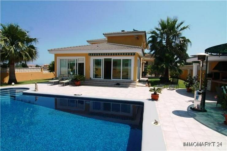 Luxuriöse Villa mit Privatpool und Garage in bevorzugter Wohnlage - Haus kaufen - Bild 1