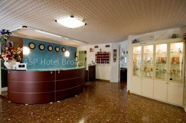 Bild 2: 3-Sterne Ferienhotel in Grado / Adria ca. 100 Meter vom Strand mit Parkgrundstück zu verk...