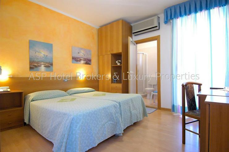 Bild 3: 3-Sterne Ferienhotel in Grado / Adria ca. 100 Meter vom Strand mit Parkgrundstück zu verk...