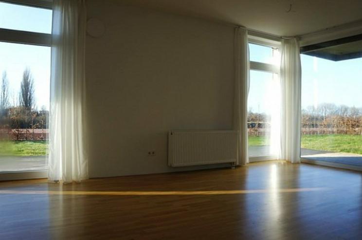 Bild 2: Zwei Monate mietfrei ! Großer Garten mit schöner 3 Zimmer Neubau-Wohnung in der Übersee...