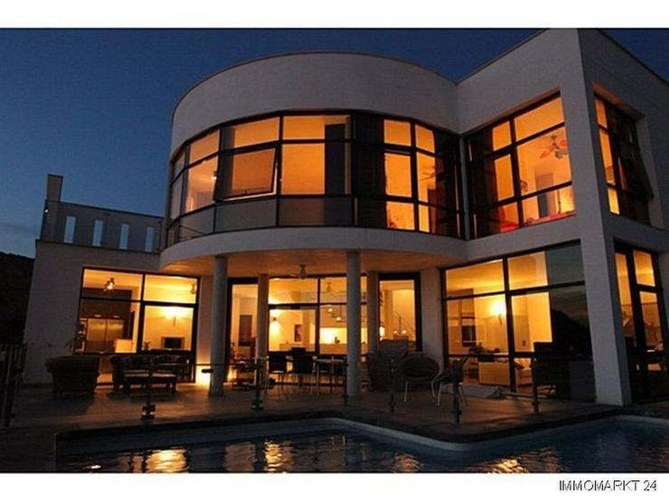Bild 2: Moderne Designer-Villa mit einmaligem Küsten- und Meerblick