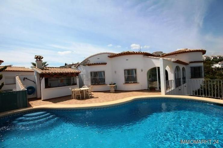 sonnige villa mit pool und einer sensationellen aussicht auf berge und meer am monte pego in. Black Bedroom Furniture Sets. Home Design Ideas