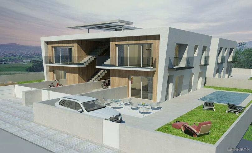 Penthaus mit Garten weiße Fassade Spanien
